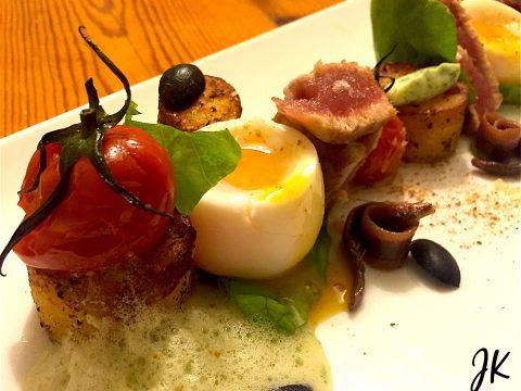 Salada Niçoise com batata fondant, estragão e bottarga