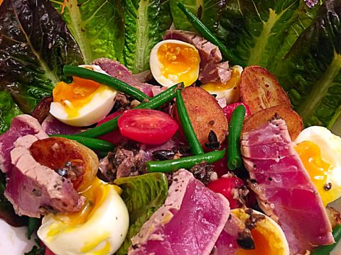 Salada Niçoise com vinagrete de anchova