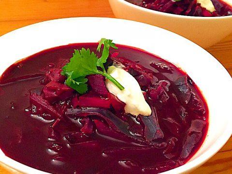 Borscht: sopa russa de beterraba e repolho roxo