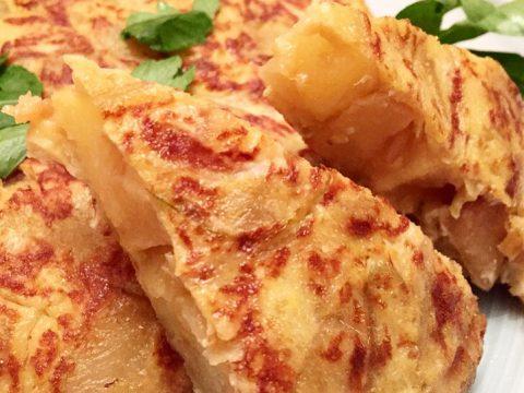 Tortilla de batata com cebola caramelizada
