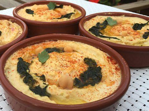 Pasta de grão-de-bico (húmus) com pesto de castanha-do-Pará