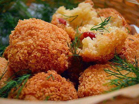 Bolinho de risoto à Carbonara